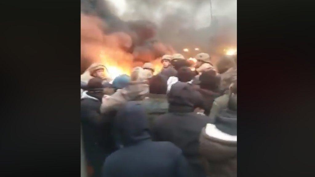 بالفيديو/  الجيش أعاد فتح طريق نهر الموت - المتن السريع بعد تدافع مع المحتجين