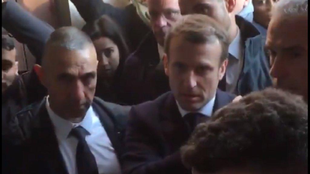 بالفيديو/ الرئيس الفرنسي ماكرون يطرد الأمن الإسرائيلي خلال زيارته لكنيسة القديسة حنة في القدس