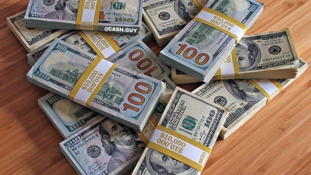 اتجاه لفرض قيود مالية جديدة...هل يصبح اخراج اكثر من الفي دولار نقدا بجيب اللبناني الى الخارج ممنوعا؟