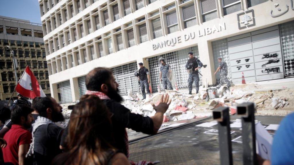 لم يتبقَّ للقمح والدواء سوى 4 مليارات دولار في المصرف المركزي...الدولارات تبخّرت وهكذا سيتأثّر اللبنانيون!