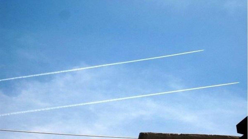 طيران الاحتلال الاسرائيلي يحلق في هذه الاثناء على علو متوسط وما دون في سماء الجنوب