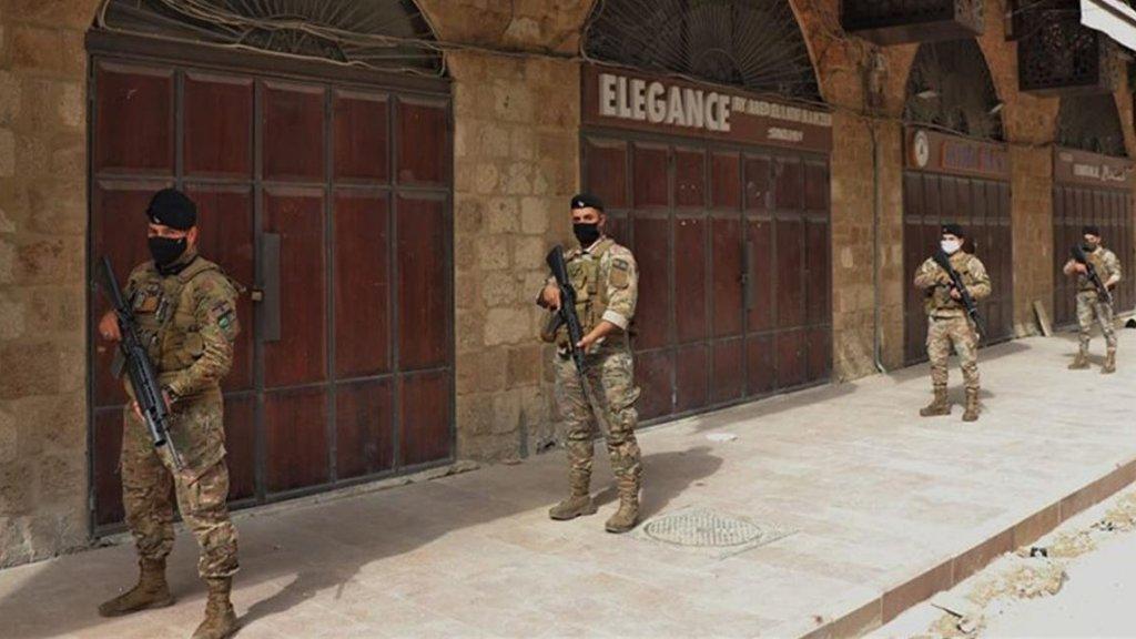 بعد إلقاء قنابل على مصارف في الجنوب...انتشار لوحدات الجيش أمام المصارف في طرابلس