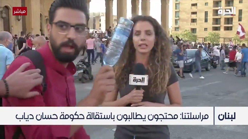 """بالفيديو/ متظاهرون منعوا مراسلة """"الحرة"""" من متابعة رسالتها في ساحة الشهداء إعتراضاً على ما نقلته عن المطالب"""
