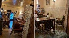 """بالصور/ أطلقوا النار فجراً على مقهى """"أركادا"""" وسط السوق التجاري لمدينة بعلبك وفروا على متن دراجتهم النارية"""
