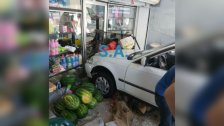 فقدت السيطرة على سيارتها في الصرفند لتركنها في أحد المحلات!