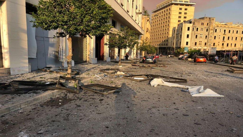 بالصور/ فوضى كبيرة وجرحى نتيجة الانفجار الضخم في بيروت