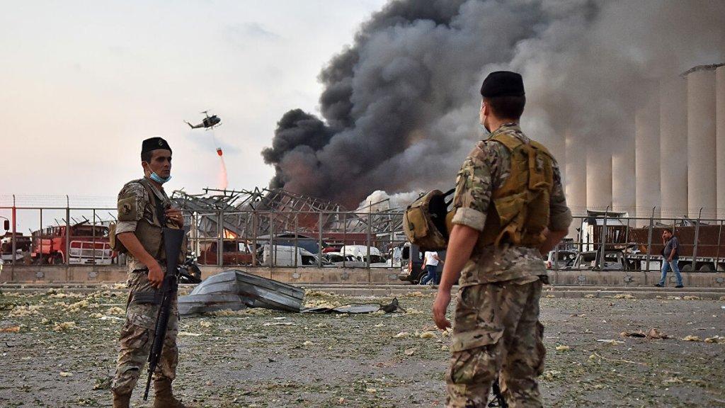 الجيش: الصليب الاحمر اللبناني هو المكلف حصرا بالتواجد داخل بقعة الانفجار لنقل الضحايا والمصابين