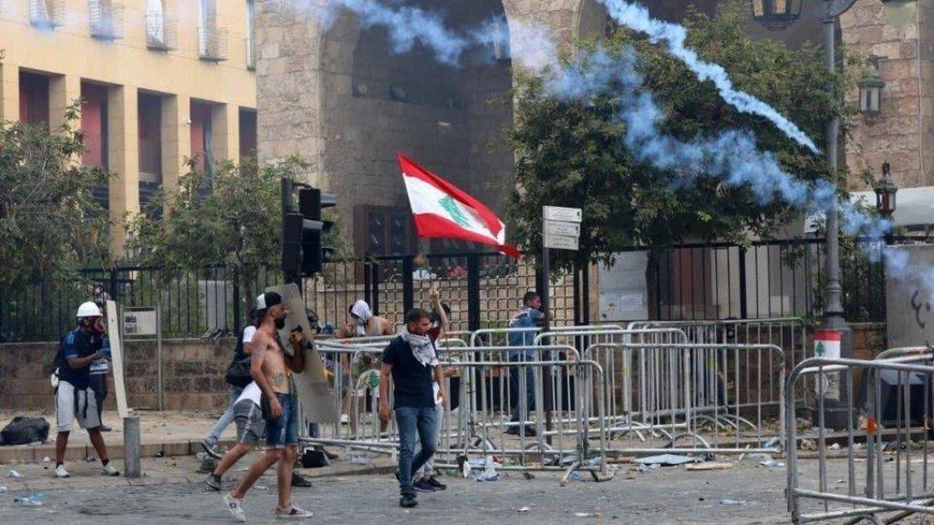 قيادة الجيش: 105 إصابات بينهم 8 ضباط إصابة اثنين منهم بليغة أثناء القيام بعمليات حفظ الأمن وأثناء الاحتجاجات التي حصلت في بيروت وتوقيف 4 أشخاص ممن كانوا يقومون بأعمال شغب وتكسير وتعد