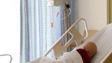 """جاد كان نائم في وقت انفجار بيروت لكن سريره أصبح في منتصف الغرفة والزجاج تطاير في كل الأنحاء...مركز سرطان الأطفال: """"جاد بغيبوبة من 26 يوم لازم نصلّح المركز والبلد قبل ما يفيق"""""""