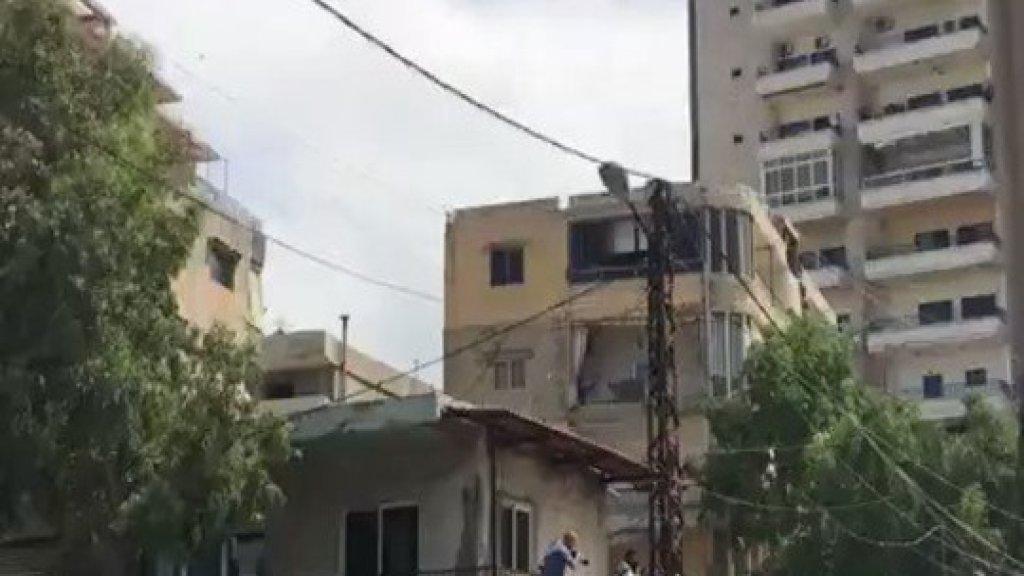 بالفيديو/ اطلاق نار كثيف و ظهور مسلح في خلدة خلال تشييع احد قتلى اشتباكات الأمس