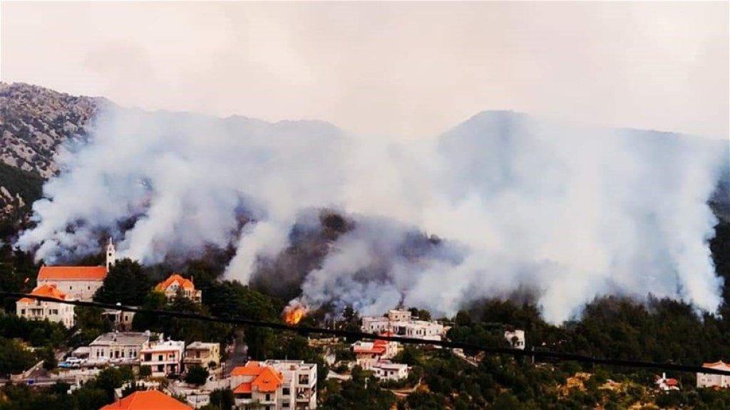 بالفيديو/  حريق كبير  في بلدة جاج جبيل شب منذ الأمس وبدأ بالتمدد الى القرى المجاورة...والأهالي يناشدون