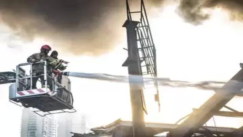 الدفاع المدني ينشر صوراً من عمليات إخماد حريق مرفأ بيروت