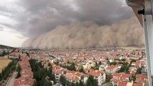 بالفيديو والصور/ عاصفة رملية مروعة تضرب العاصمة التركية أنقرة!