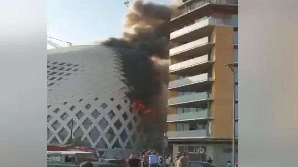 بالفيديو/ ألسنة اللهب تتصاعد من داخل المجمع التجاري قيد الانشاء في وسط بيروت...والدفاع المدني يعمل على إخماده
