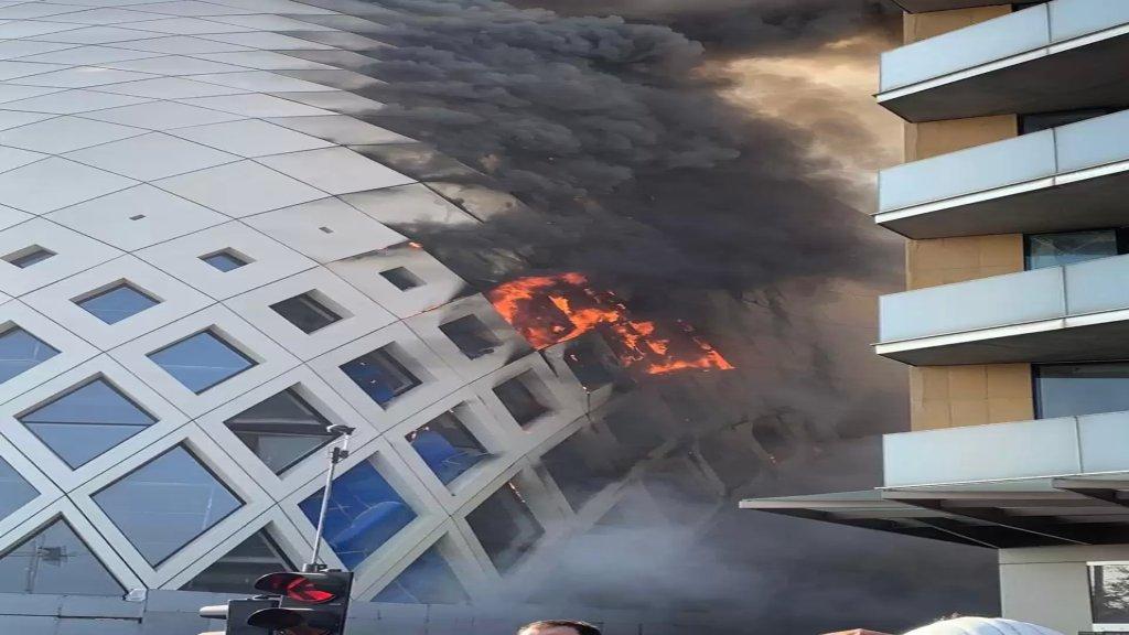 بالصور/ حريق داخل مجمع تجاري قيد الانشاء في وسط بيروت