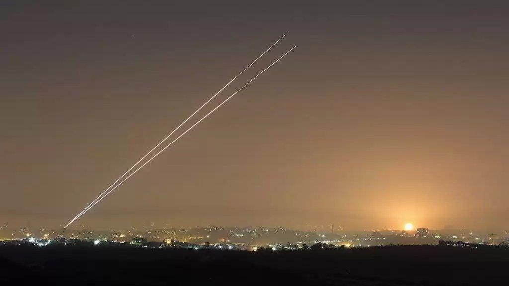 """بالفيديو/ صورايخ أطلقت من غزة باتجاه الأراضي المحتلة تزامناً مع مراسم توقيع إتفاقي """"التطبيع"""" بين الإمارات والبحرين و""""إسرائيل"""""""