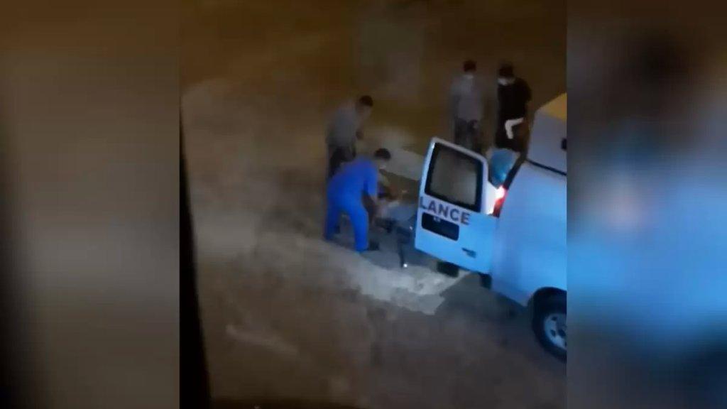 بالفيديو/ نقل موقوف في سجن رومية إلى المستشفى بعد تدهور حالته اثر إصابته بكورونا (لبنان 24)