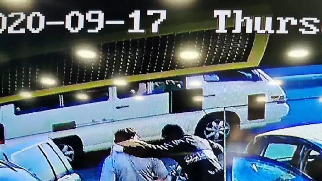بالفيديو/ كاميرات المراقبة توثّق عملية خطف مواطن في وضح النهار من أمام محله لتحويل الأموال في ساحة شتورا
