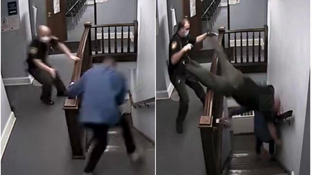 """بالفيديو/ هروب مثير من قاعة المحكمة لمحكوم بالسجن بتهمة المخدرات و""""قفزة خطيرة"""" لشرطي حاول الإمساك به"""