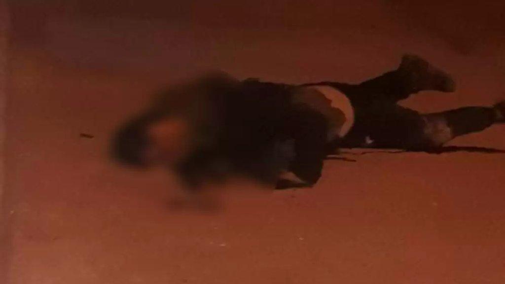 الجيش: أطلق ارهابيون يستقلون سيارة النار باتجاه عناصر الحرس في أحد مراكز الجيش في محلة عرمان- المنية نتج عن ذلك استشهاد عسكريين إثنين بالإضافة إلى مقتل أحد الإرهابيين