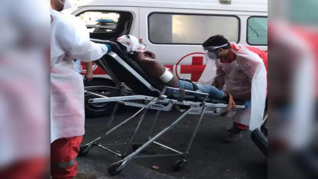 بالصورة/ طرحه أرضا ورماه عدة طعنات في جسده في طرابلس بسبب خلفيات نسائية