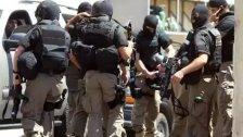 القوة الضاربة في قوى الأمن دهمت بلدة الخضر وأوقفت 3 مطلوبين أصيب أحدهم لمحاولته إلقاء قنبلة على القوة فإنفجرت بين يديه