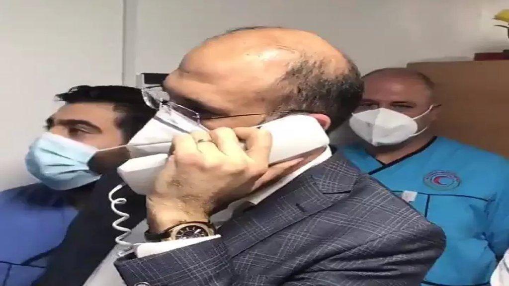 """بالفيديو/ إتصال بين وزير الصحة ومريض كورونا في مستشفى الشيخ راغب حرب...""""عم نتطمن عليك"""""""