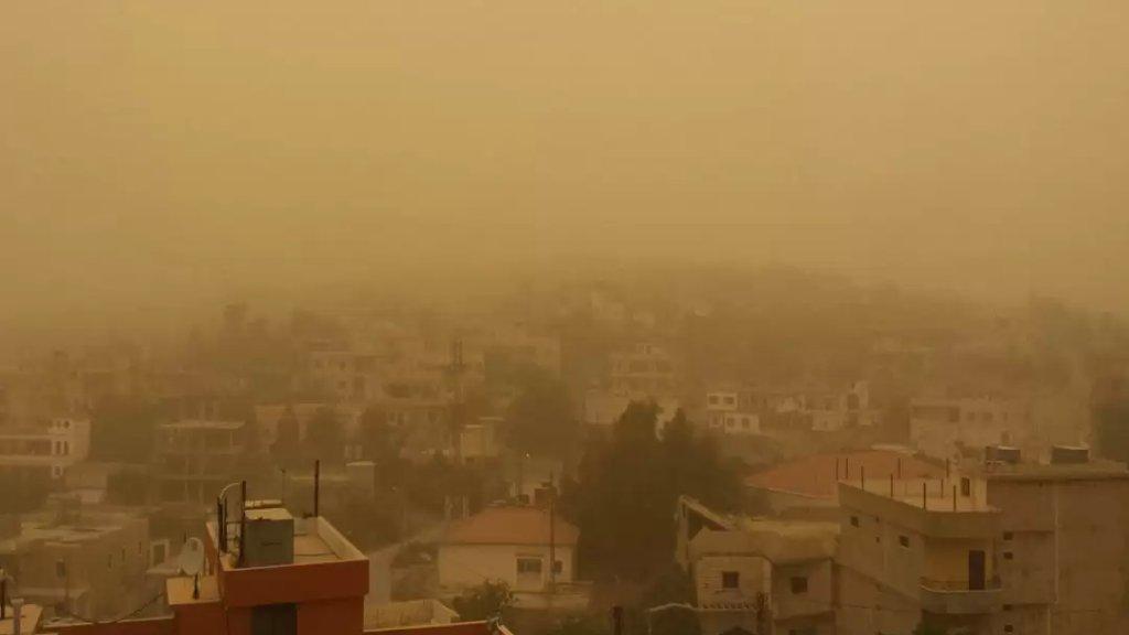 الحرارة تتخطى معدلاتها الموسمية.. غبار في الأجواء وتحذير من خطر اندلاع الحرائق