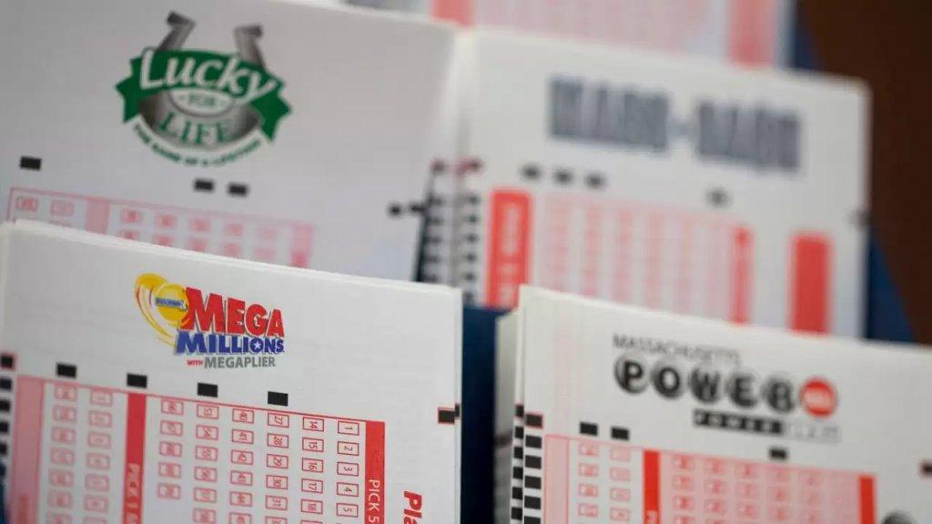"""""""سمير مزاحم"""" الذي يسكن في ميشيغن اشترى بطاقة يانصيب عن طريق الخطأ ليفوز بمليوني دولار!"""