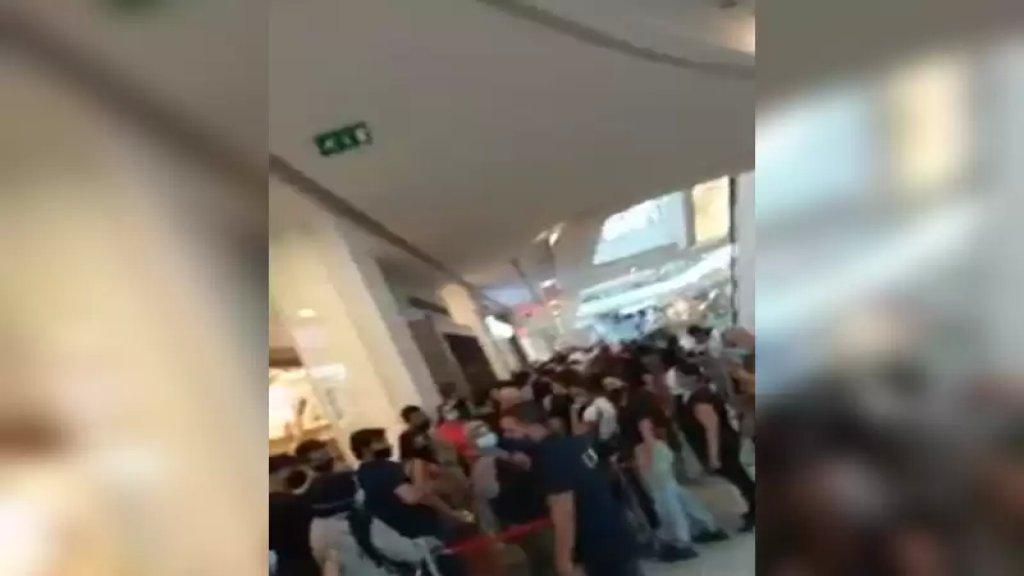 """بالفيديو / اللبنانيون """"بالطوابير"""" في السيتي سنتر بعد قرار إقفال عدد من محال لماركات عالمية!"""