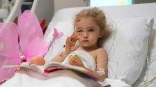 """بالصور/ زلزال إزمير..الطفلة """"أليف"""" تلوح بيدها بعد 65 ساعة تحت الأنقاض!"""