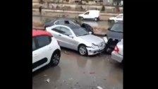 تصادم بين 5 سيارات على اوتوستراد الرئيس لحود...وفيديو يوثق المشهد