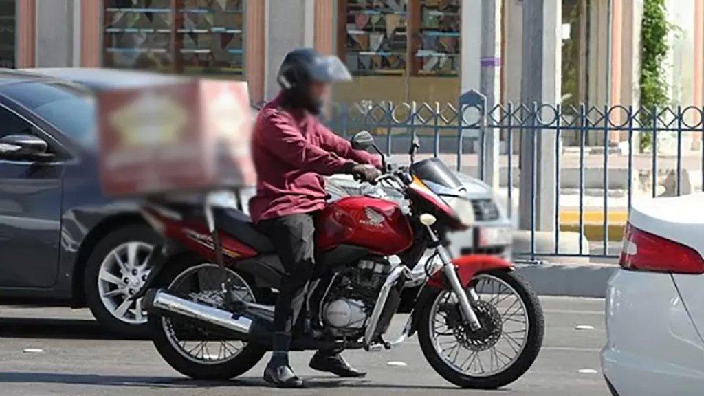 طلبوا ديليفري من مطعم واستدرجوا العامل لسرقة دراجته النارية و600 ألف ليرة!