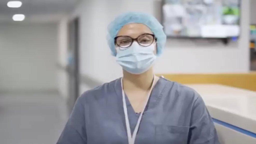 """بالفيديو/ رين ممرضة في مستشفى الحريري تروي تجربتها مع فيروس كورونا: """"حسيت ممكن موت وما ودع حدا، ممكن ولادي ما يقدروا يودعوني..ما تنطروا تتوصلوا لهاللحظة تتصدقوا انو في كورونا"""""""