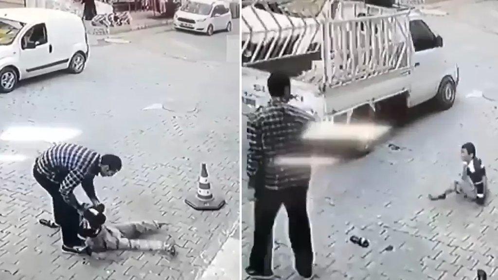 فيديو متداول لطفل يتعرض لضرب وحشي وسط الشارع في تركيا...قيل أنه لاجئ سوري