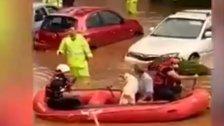 بالفيديو/ إستخدام قوارب لإنقاذ عالقين بسبب فيضانات في فلسطين