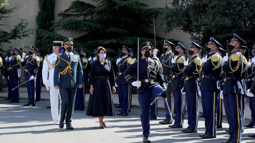 السفيرة الفرنسية: الى اللبنانيين الأعزاء أؤكد لكم مجدداً أن فرنسا تقف إلى جانبكم وستبقى إلى جانبكم، معكم ومن أجلكم....سأعمل جاهدةً في هذا السبيل مستمدّةً عزمي من كرامتكم وشجاعتكم