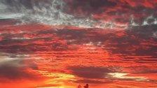 بالصور/ السماء اليوم من الجنوب..  سحاب قرمزي