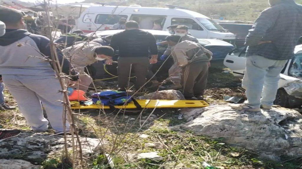 إصابة عريف في الجيش وزوجته وابنيهما في حادث سير على طريق حومين الفوقا دير الزهراني
