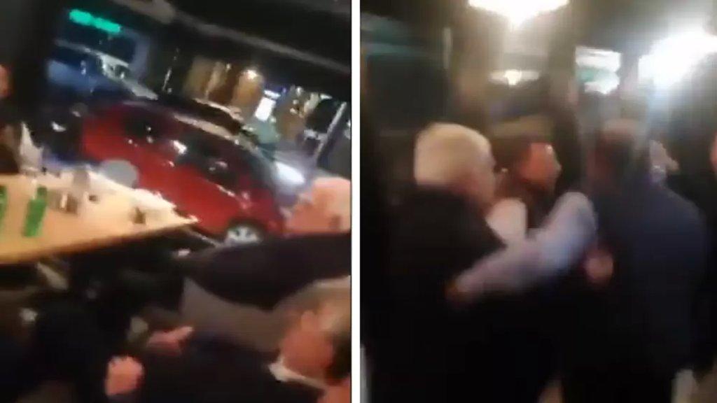 """بالفيديو/ """"ودائعنا مسروقة وقاعد عم يدخن سيجار""""...محتجون يطردون وزير سابق من أحد المطاعم في بدارو!"""