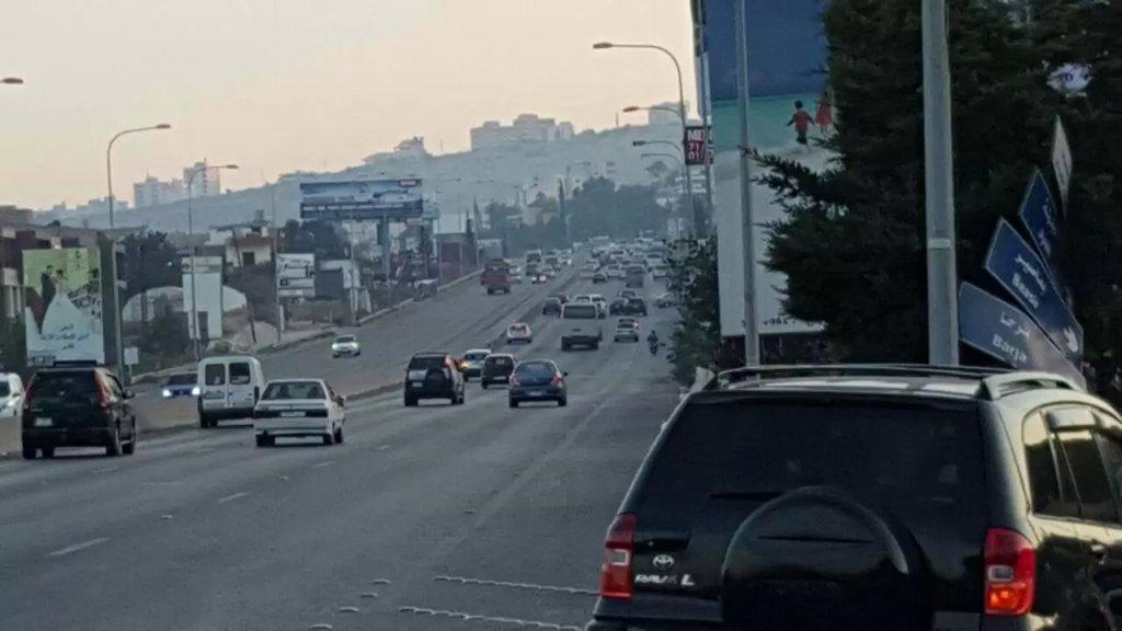 توتّر وإشكالات على أوتوستراد صيدا - الجنوب.. حادث صدم أدى لوفاة شاب وأقارب الضحية يقطعون الطريق