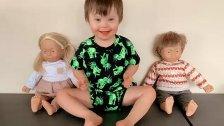بالصور/ دمى خاصة لأطفال «متلازمة الحب» تثلج قلوب الأمّهات في استراليا وتغمرها فرحاً