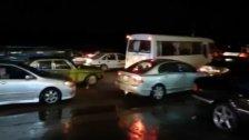 محتجزون داخل سياراتهم منذ أكثر من 4 ساعات.. مواطنون في طرابلس ناشدوا فهمي التدخل لتنظيم السير