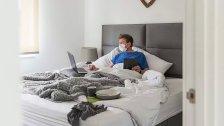 خبراء يؤكدون: العمل من السرير قد يكون مفيداً للصحة العقلية!