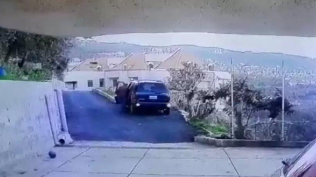 بالفيديو/ لحظة وقوع جريمة قتل شاب أمام منزله في الكحالة بينما كان يهمّ بنقل أولاده الى المدرسة