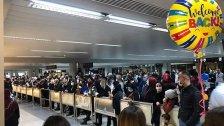 صور متداولة لزحمة في مطار بيروت.. لا تباعد في زمن انتشار كورونا!