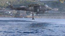 بالصور/ الجيش: تنفيذ تمارين قفز من الطوافة لعناصر من فوج مغاوير البحر