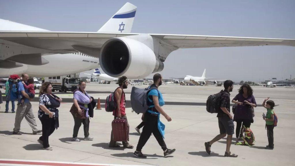 """صحيفة عبرية: السياح """"الإسرائيليون"""" في الإمارات يسرقون من الفنادق كل ما يمكن حمله"""