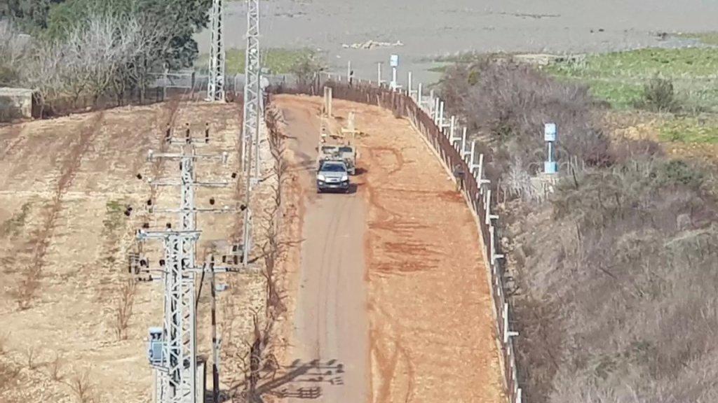 جيش الإحتلال يطلق النار في الهواء فوق رؤوس 3 شبان تائهين تسلق أحدهم السياج التقني بمحاذاة سهل الخيام
