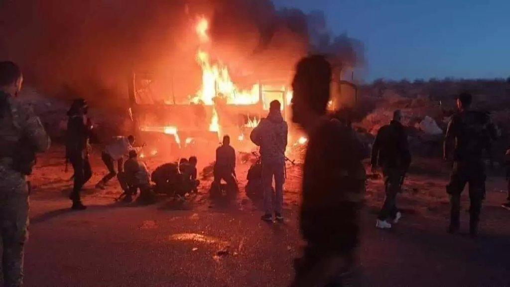 """هجوم إرهابي على """"بولمان"""" في دير الزور السورية يودي بحياة 25 شخصاً ويصيب 13 آخرين"""